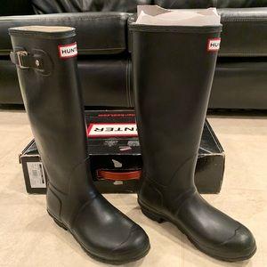 Hunter Original Tall Boot w/ a pair of boot socks
